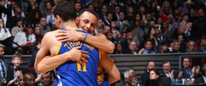 150214223049-stephen-curry-klay-thompson-hug-021415.full-flex-module